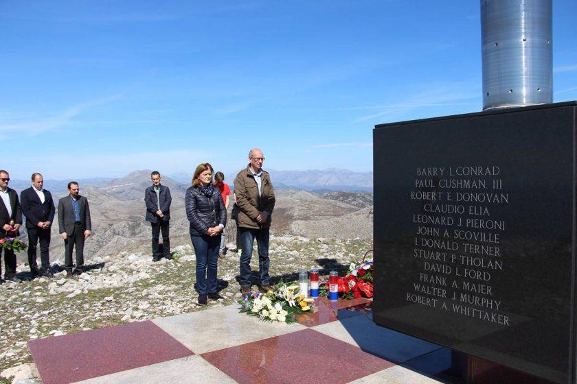Načelnik Lasić položio vijence na brdu sv. Ivan povodom 22. obljetnice pogibije Rona Browna