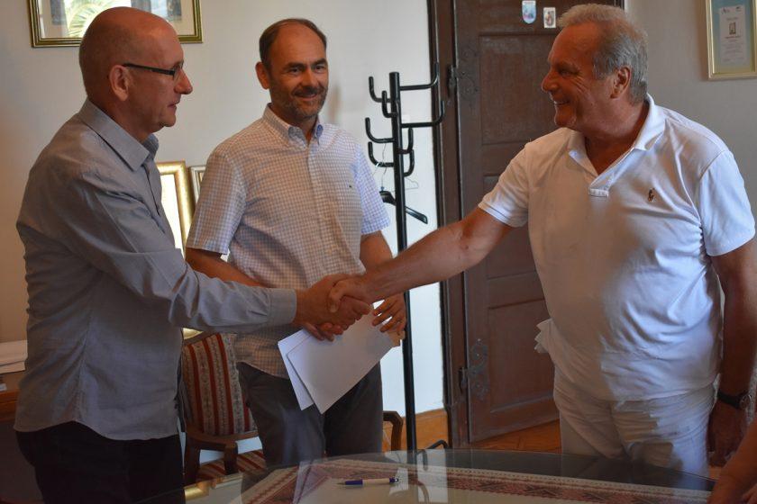 OPĆINA KONAVLE POUZDAN PARTNER Još jedna donacija, potpisan ugovor s bračnim parom Vukobrat za uređenje plaže ispred Vile Banac
