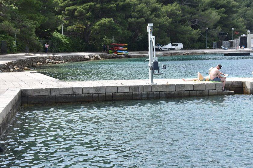 Na plaži Hotela Croatia postavljen lifter