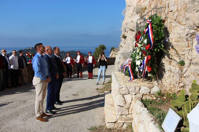 Predstavnici Općine Konavle položili vijenac i zapalili svijeću u spomen na ubijene domobrane na Orsuli