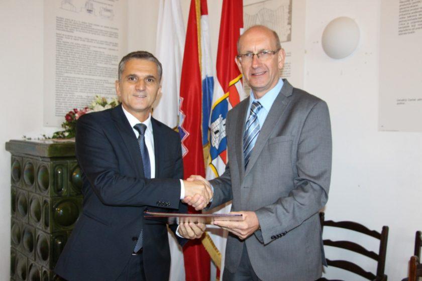 Ministar Marić i načelnik Lasić potpisali ugovor o ustupanju tvrđave na Prevlaci Općini Konavle
