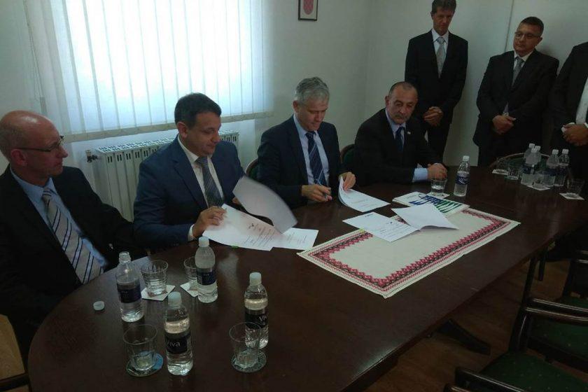 Uz potpisivanje ugovora o sufinanciranju, službeno počeli radovi na kanalizacijskom sustavu Gruda