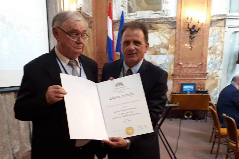 Početnica konavoskog veza, ZA DVA PRO DVA, autorice Antonije Rusković Radonić dobitnica je Zlatne plakete Matice hrvatske