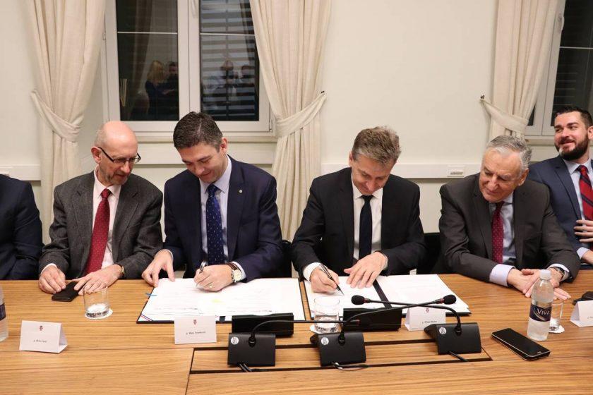 Načelnik Lasić na potpisivanju ugovora za projekt kojim će Konavle dobiti pristup iznimno brzom internetu