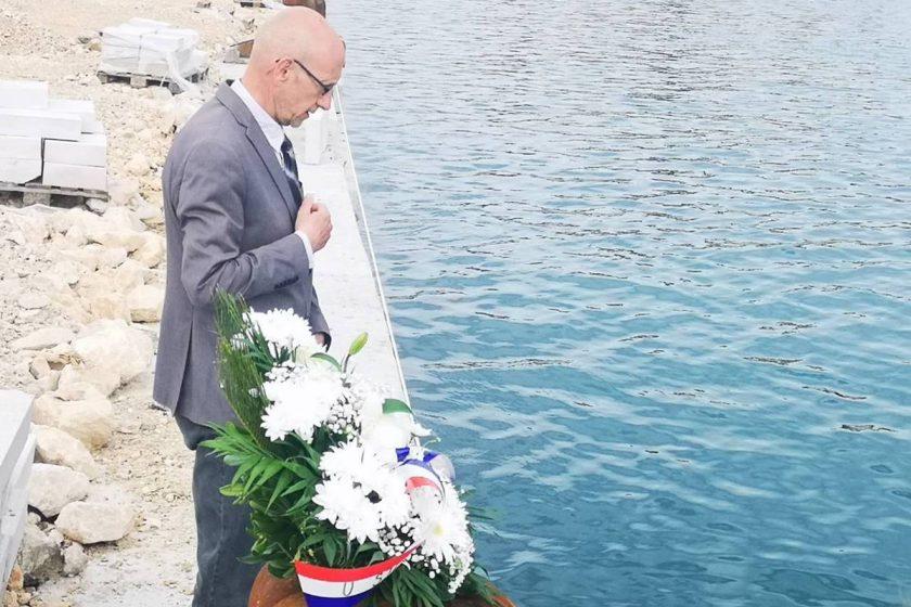 Načelnik Lasić s pročelnikom Curićem odao počast poginulima u potonuću Aurore