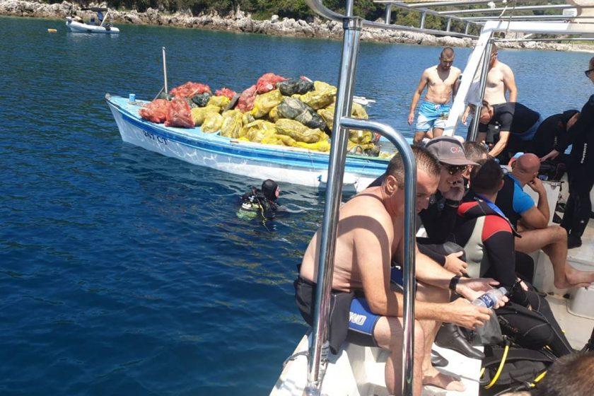 Iz podmorja Molunta izvađene velike količine smeća, u akciji sudjelovala i ČiZK