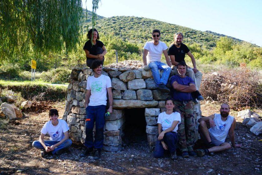FOTO Završena izgradnja još jedne tradicionalne kućerice, ovaj put u Pločicama